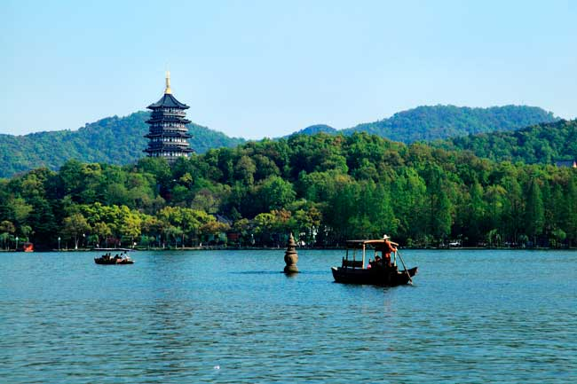 The West Lake is the major attraction and most recognizable natural scenario of Hangzhou, included into the UNESCO World Heritage Site list.