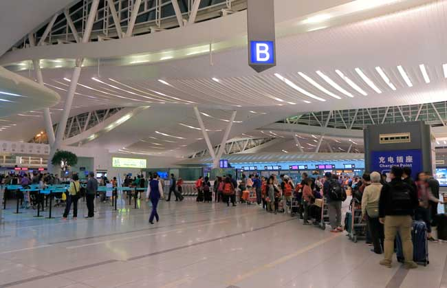Hangzhou Airport has two passenger terminals: The Intetnational Terminal A and the Domestic Terminal B.